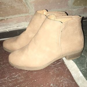 Tan boots never worn